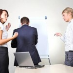 8 atitudes inapropriadas que você deve evitar no escritório