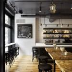 restaurante madeira e branco