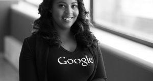 mulher adulta trabalha na google